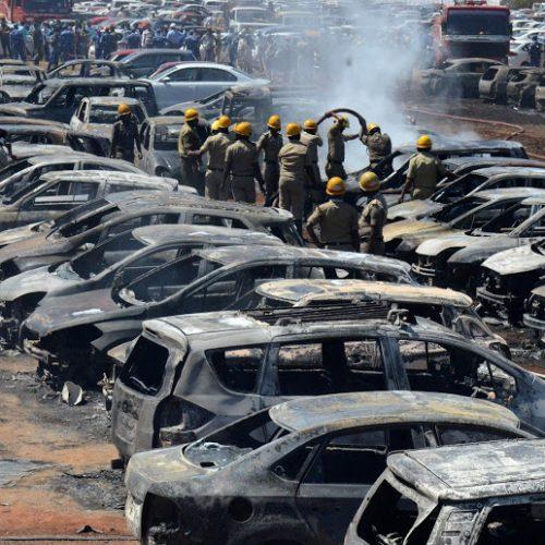 Delhi clashes: 20 killed as Hindu and Muslim groups clash