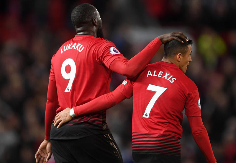 Injuries open way for Sanchez and Lukaku to shine for United