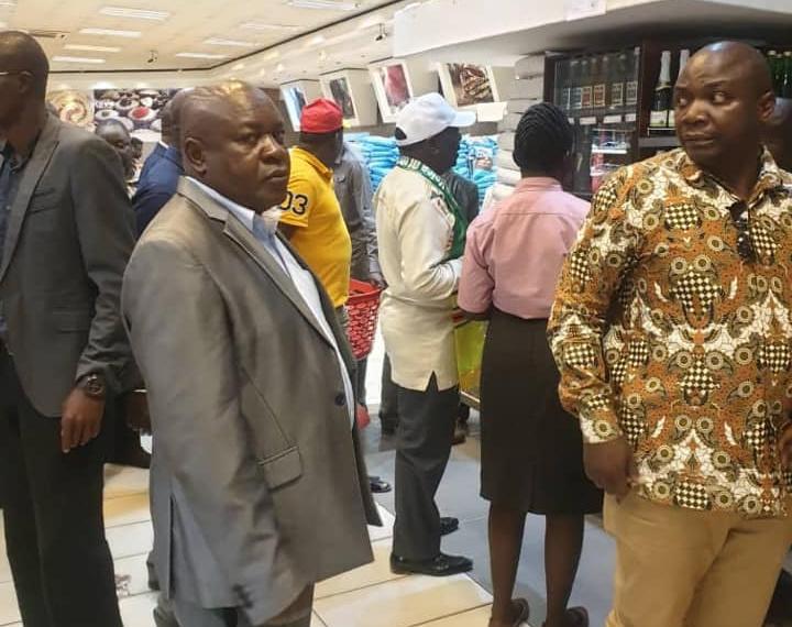 WATCH: Mnangagwa causes stir in Kwekwe after supermarket visit