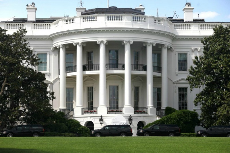 Man attempts to set himself on fire outside White House