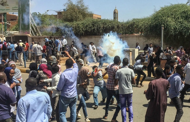 Sudan crisis: Clashes in Khartoum leave five dead