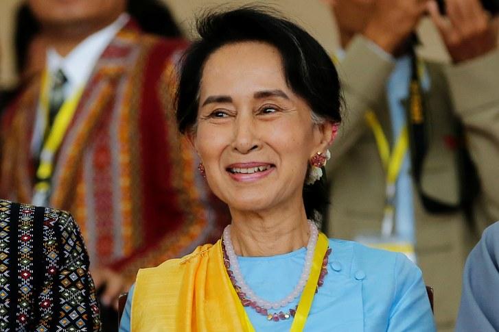 Myanmar leader pardons 9 500 prisoners but not 2 reporters