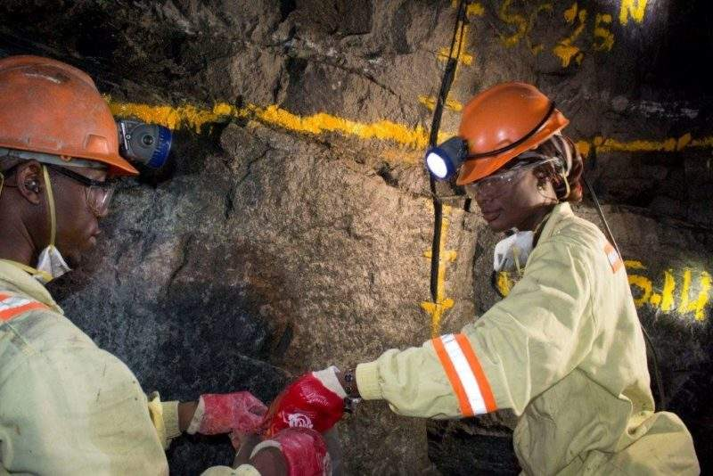 Zimbabwe mines award workers wage increase