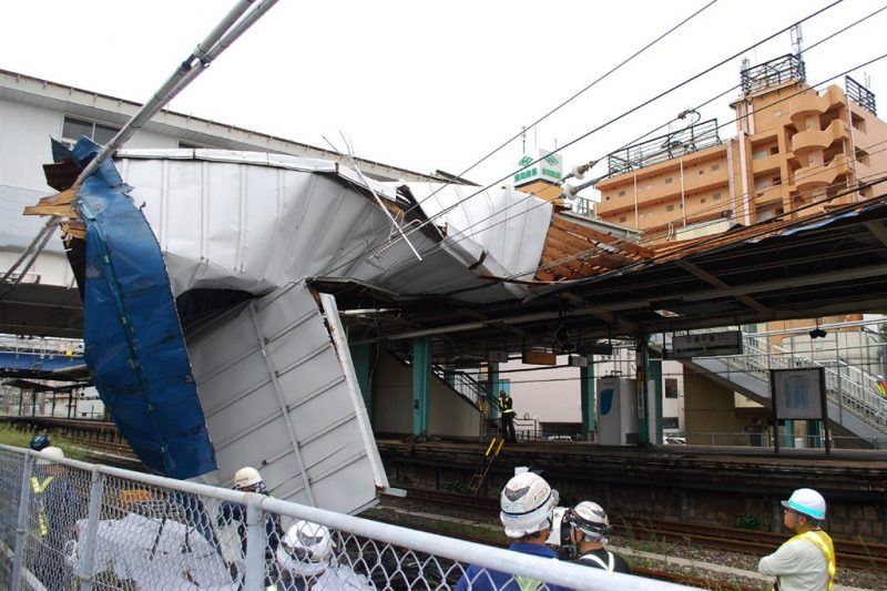 Commuter chaos after powerful typhoon hits Tokyo