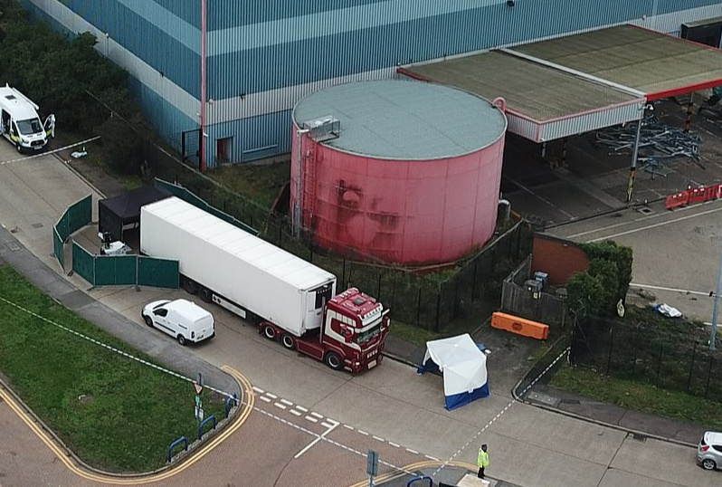 39 people found dead in England lorry container