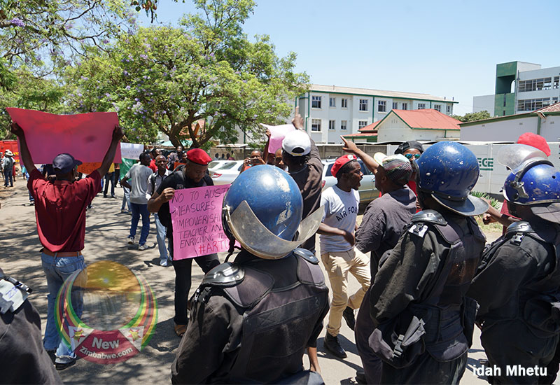 Anti-riot police block civil servants wage protest
