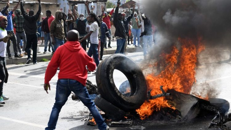 Xenophobic attacks erupt in SA after Zim man shoots cop dead