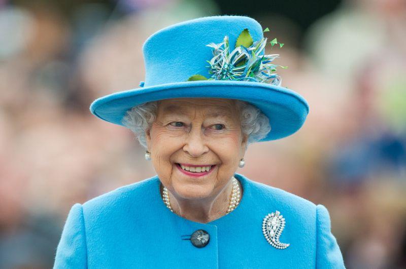 Queen Elizabeth cancels public appearance due to cold