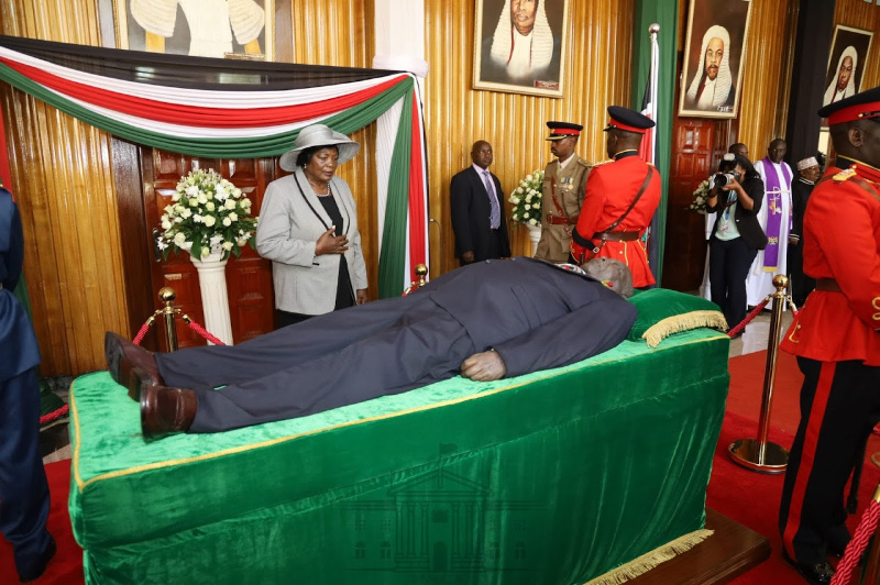 Kenyans queue to see body of Moi, country's longest-serving ruler