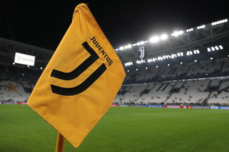 Juventus shares surge after players' take pay cut