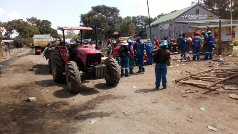 Kwekwe Pulls Down Illegal Structures Around Zanu PF Offices