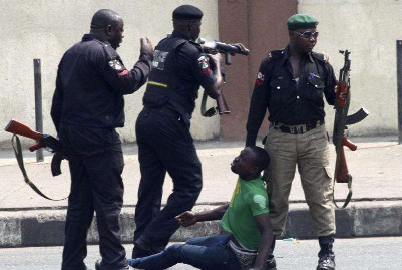 Machete gang attacks Nigeria #EndSARS protesters