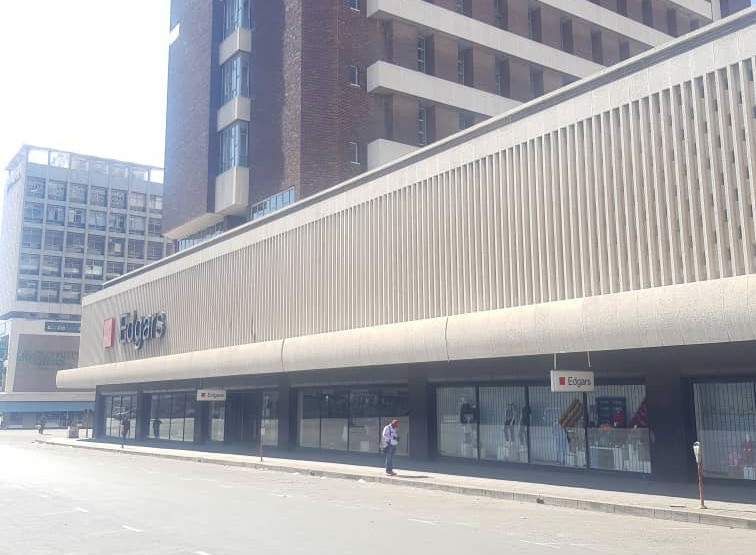 Workers, Shoppers Left Stranded As Police, Army Shutdown Bulawayo CBD