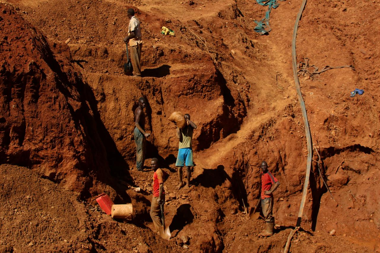 Concerns raised as Redwing Mine hires artisanal miners
