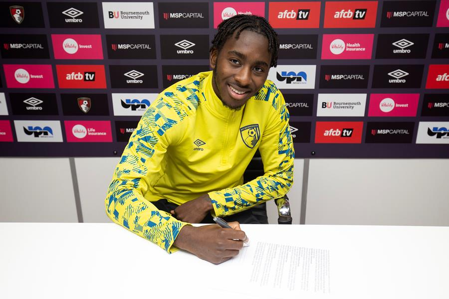 Zemura Signs New Contract At Bournemouth