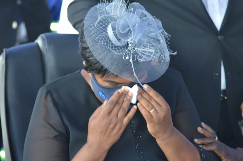 Nyikayaramba's Widow Sobs Uncontrollably, Protests To God Over Hubby's Death