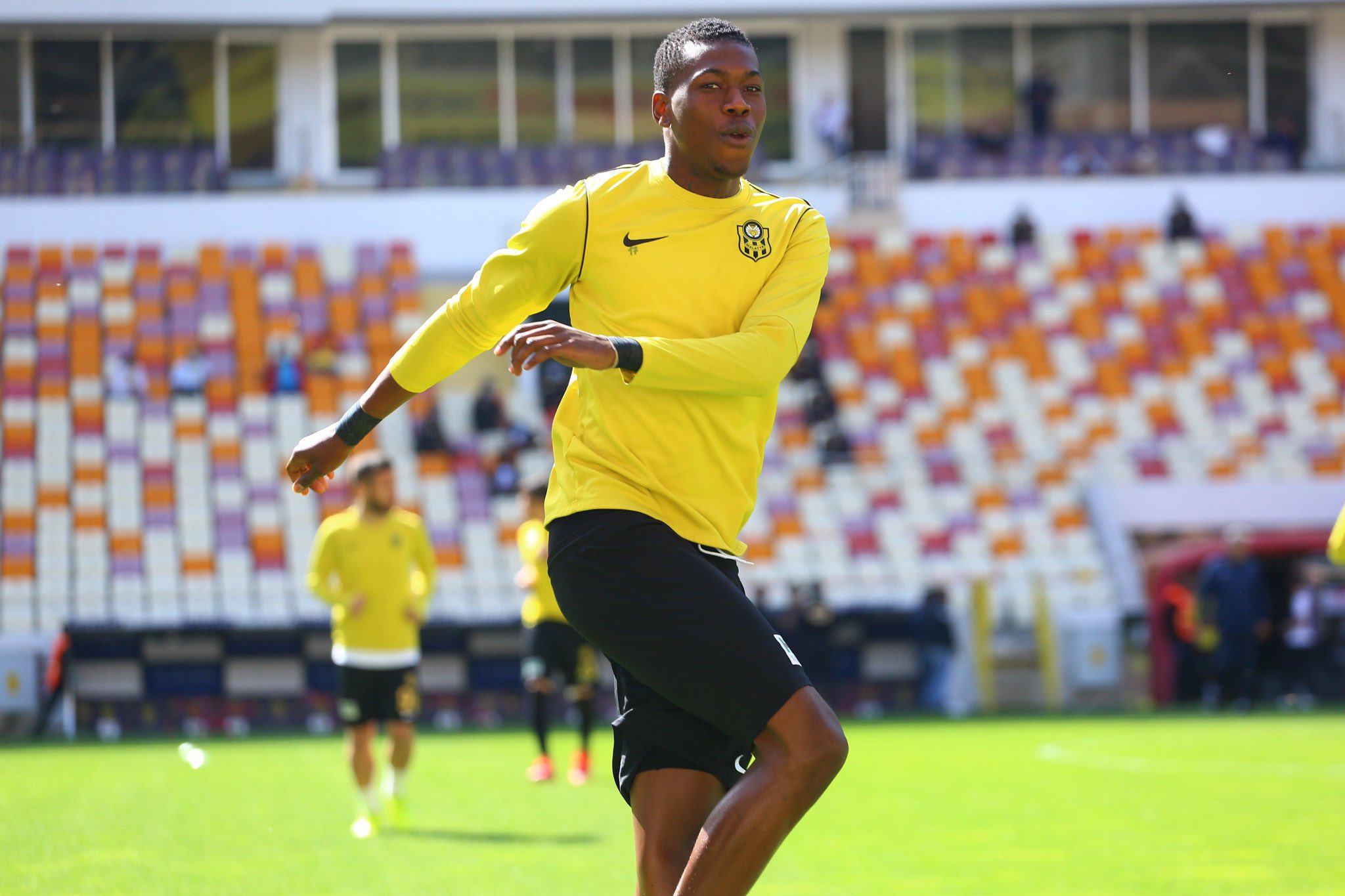 Galloway, Hadebe Boost For Warriors