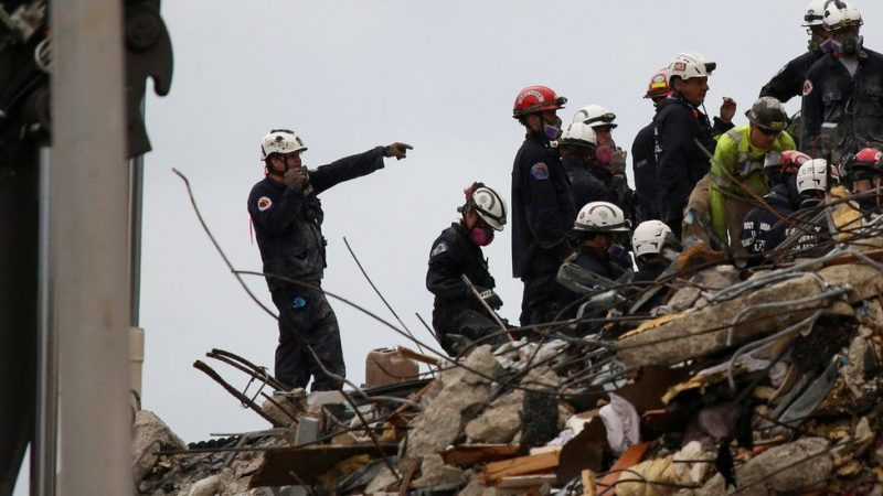 US Firefighter Carries Daughter's Body From Building Collapse