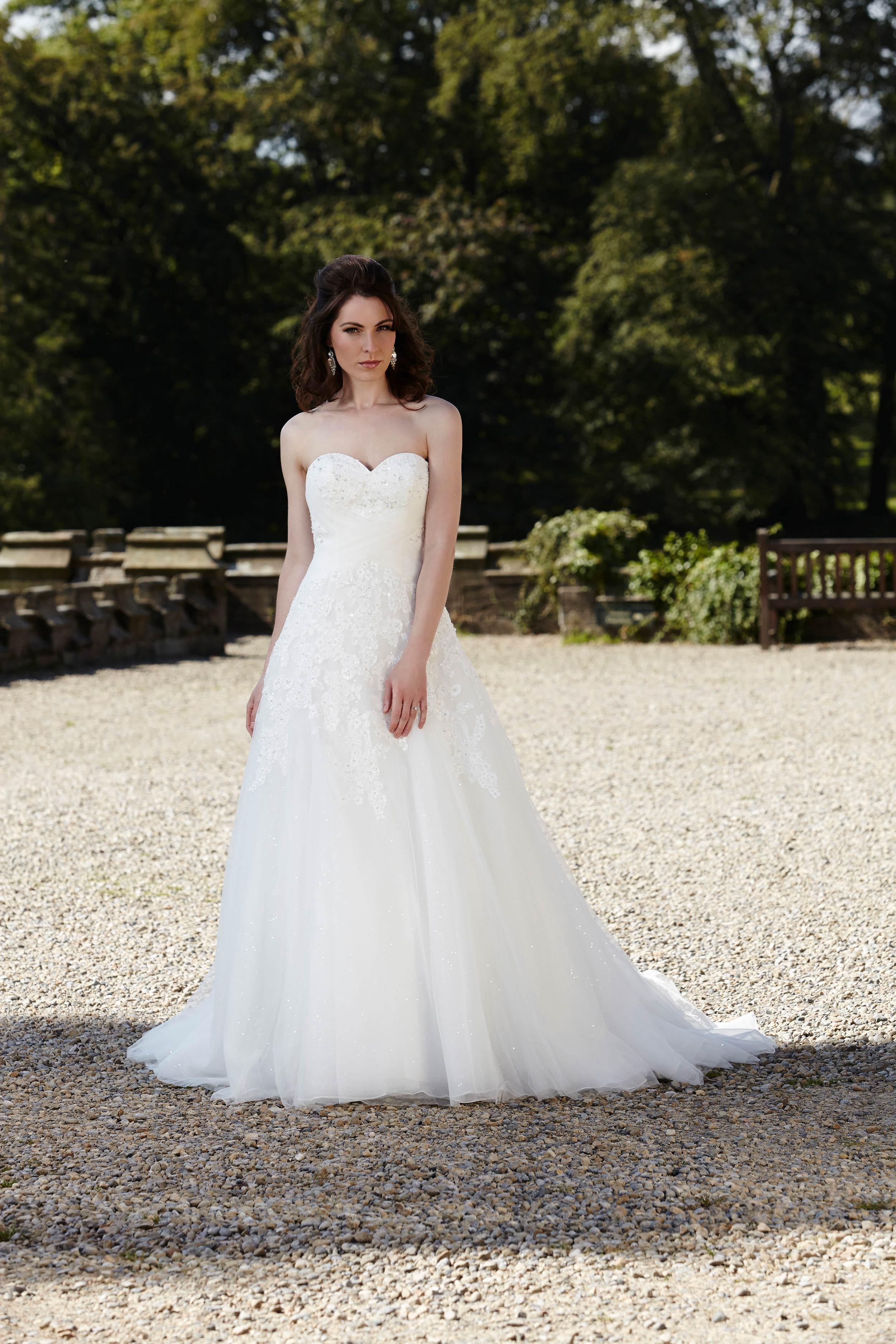 b95c5a27b 7 tips on how to choose your wedding dress - The National Wedding Show