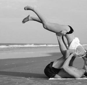 yoga-couple-400x392