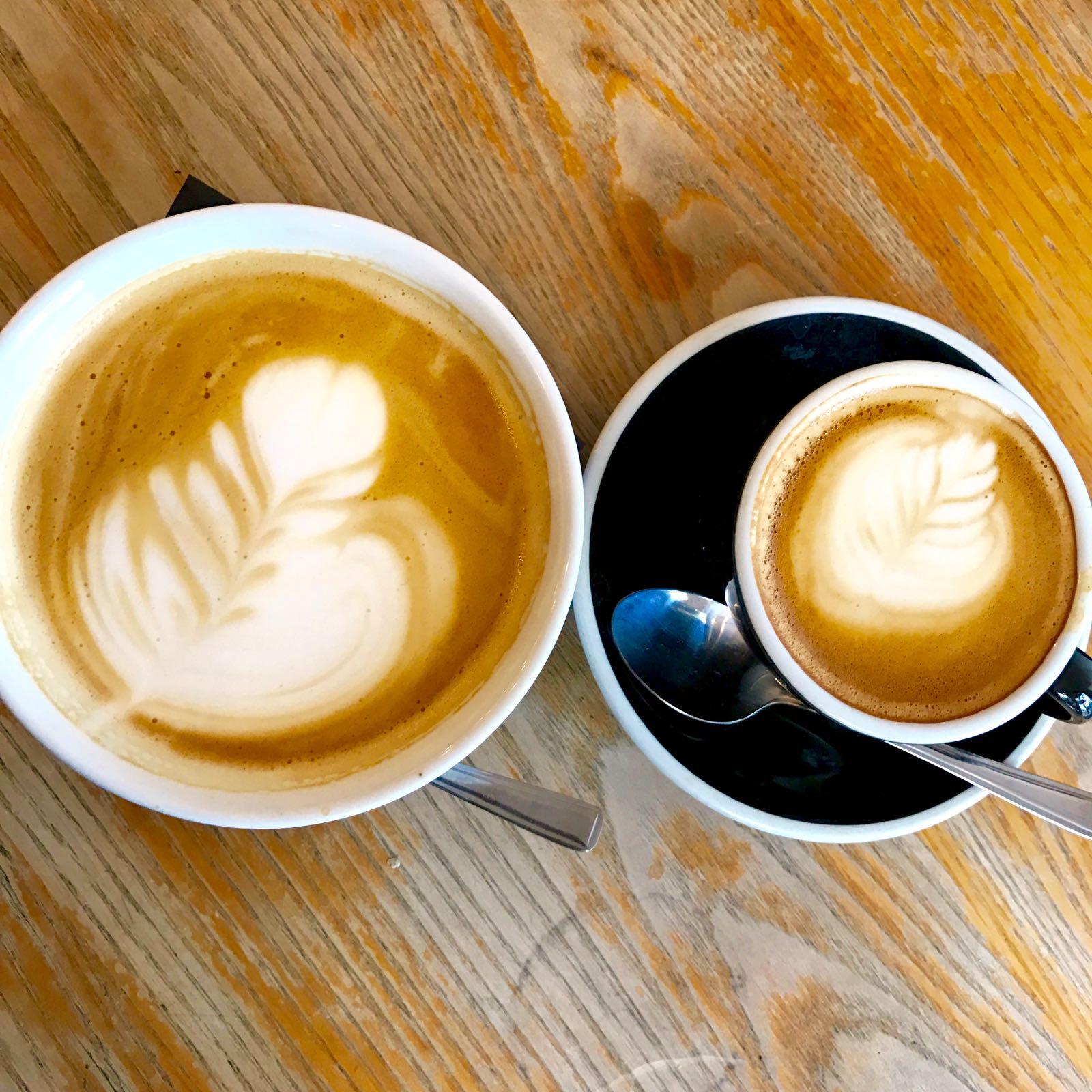 Sunday フラットホワイト、カフェオレ