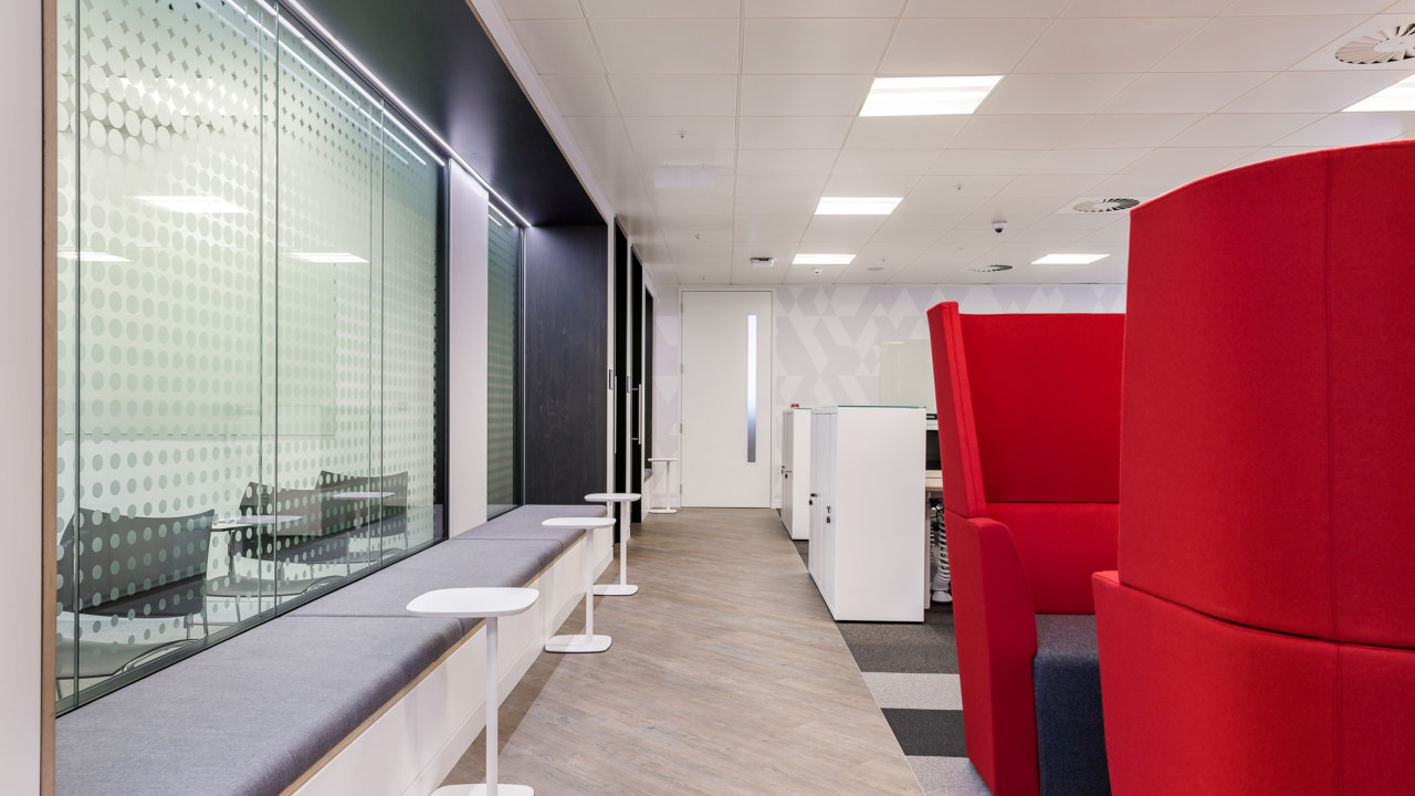 12Reasons-Why-You-Should-Redesign-Your-Office-in-2018-3_3840x2160_acf_cropped