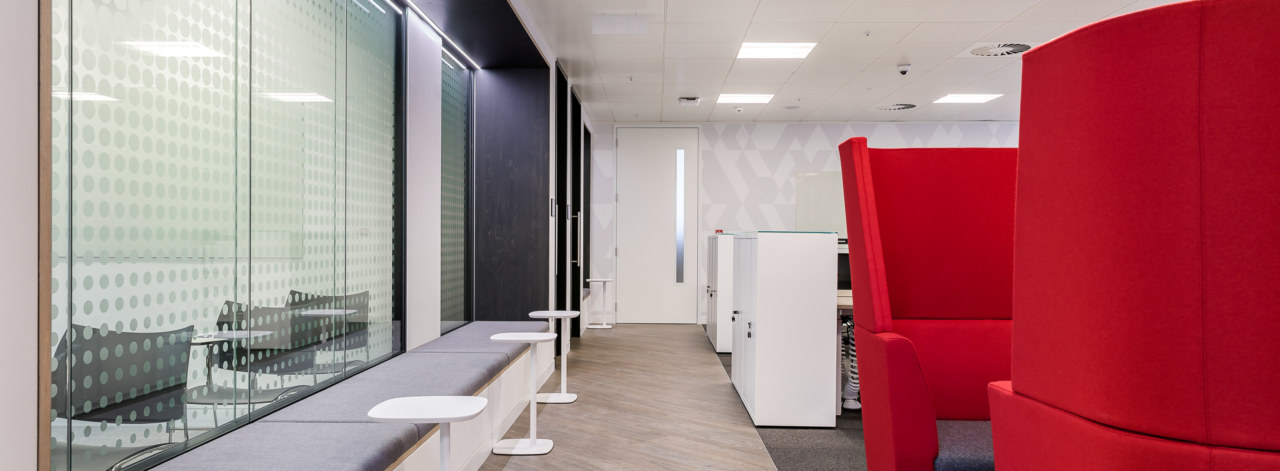 12Reasons-Why-You-Should-Redesign-Your-Office-in-2018-3_3840x1414_acf_cropped