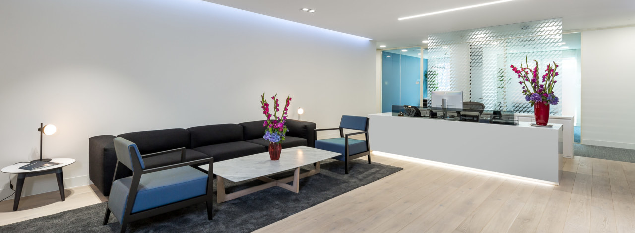 Office-reception-design-by-Oktra_3840x1414_acf_cropped