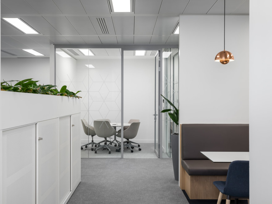 meeting-room-design-by-Oktra-private-client_2640x1980_acf_cropped