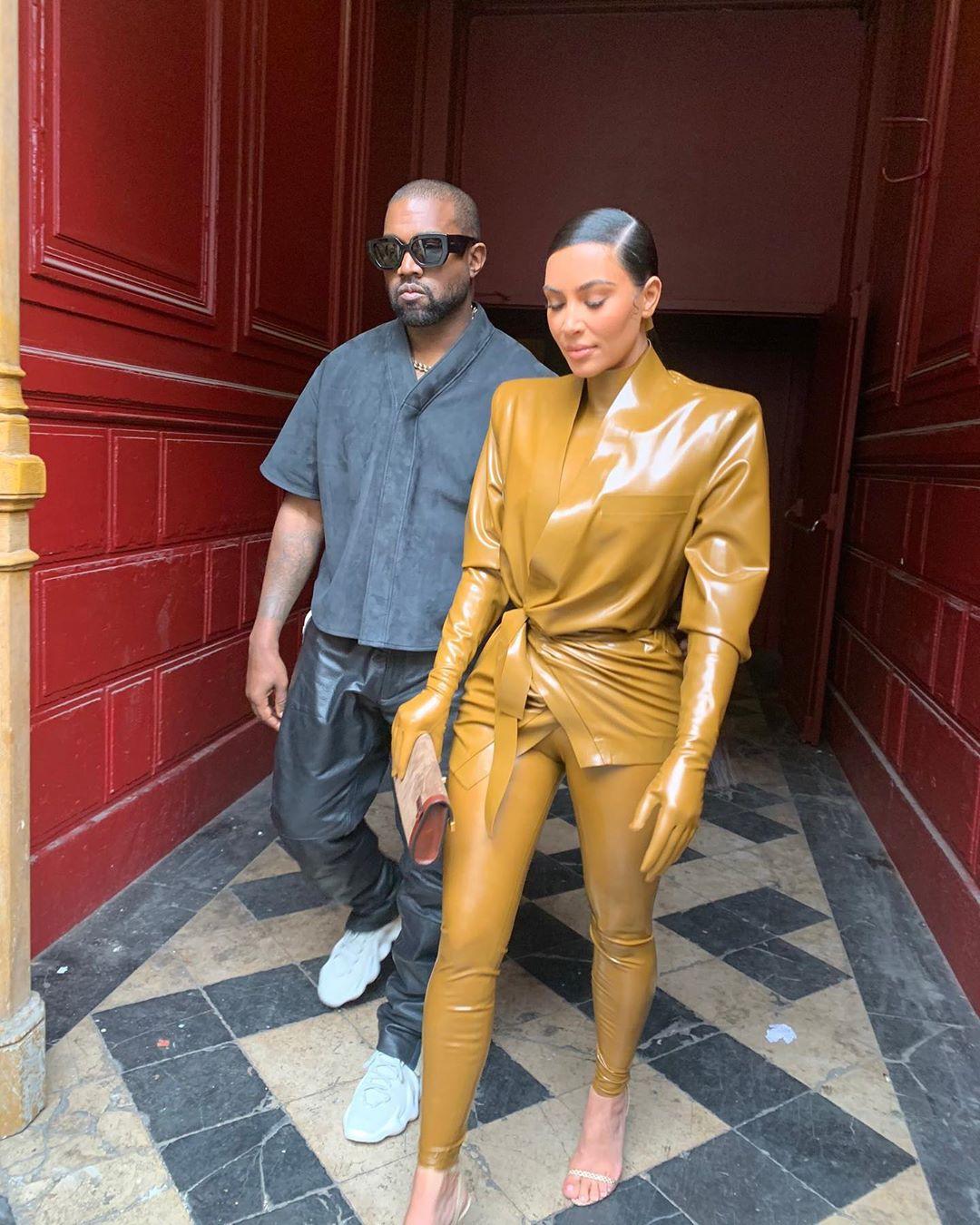 SPOTTED: Kanye West & Kim Kardashian Take Over Paris </p>                     </div>   <!--bof Product URL --> <!--eof Product URL --> <!--bof Quantity Discounts table --> <!--eof Quantity Discounts table --> </div>                        </dd> <dt class=