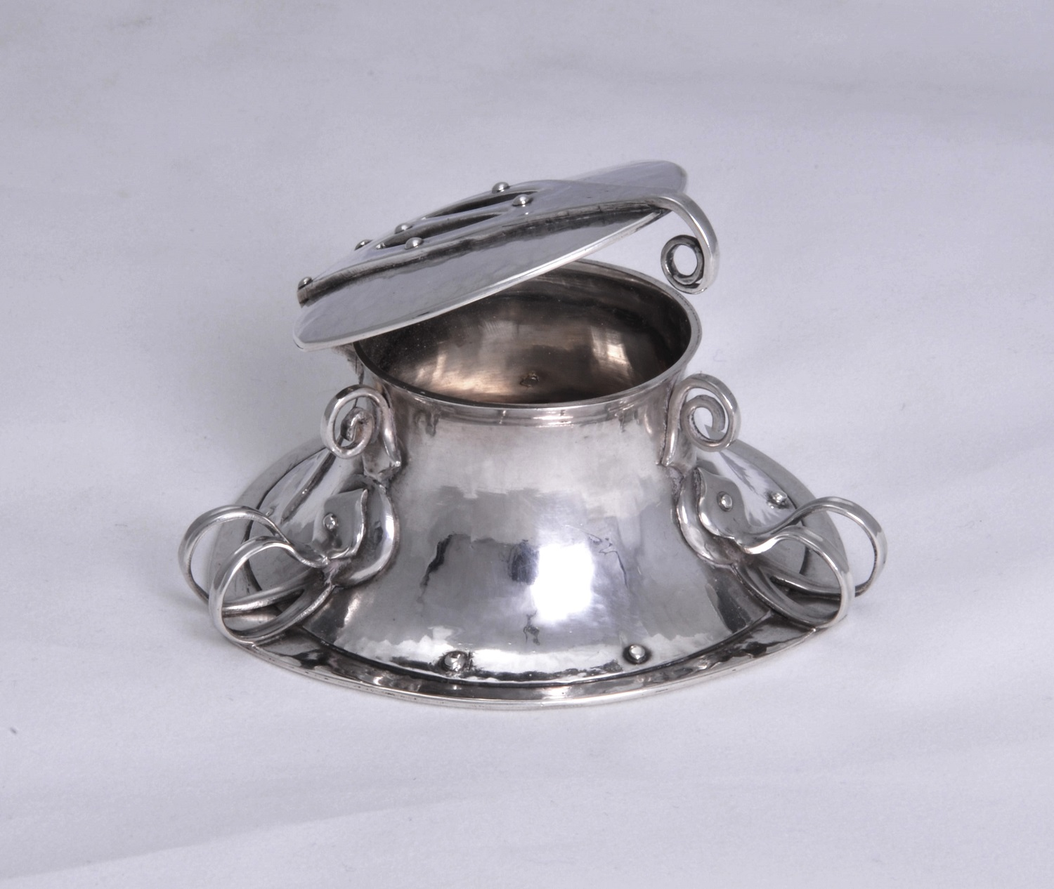 Oliver Baker Liberty Cymric silver inkwell