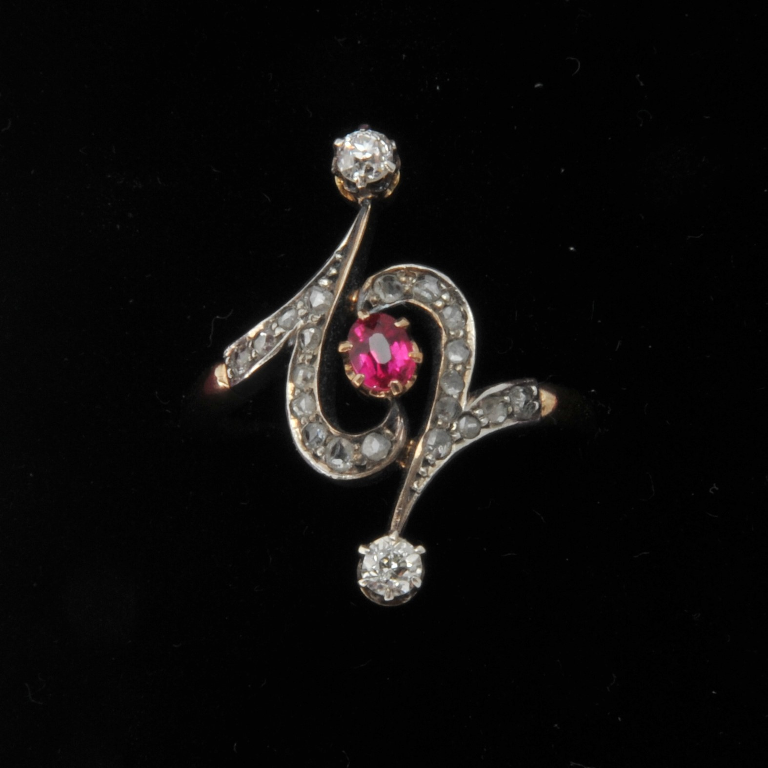 Art nouveau ruby diamond gold ring