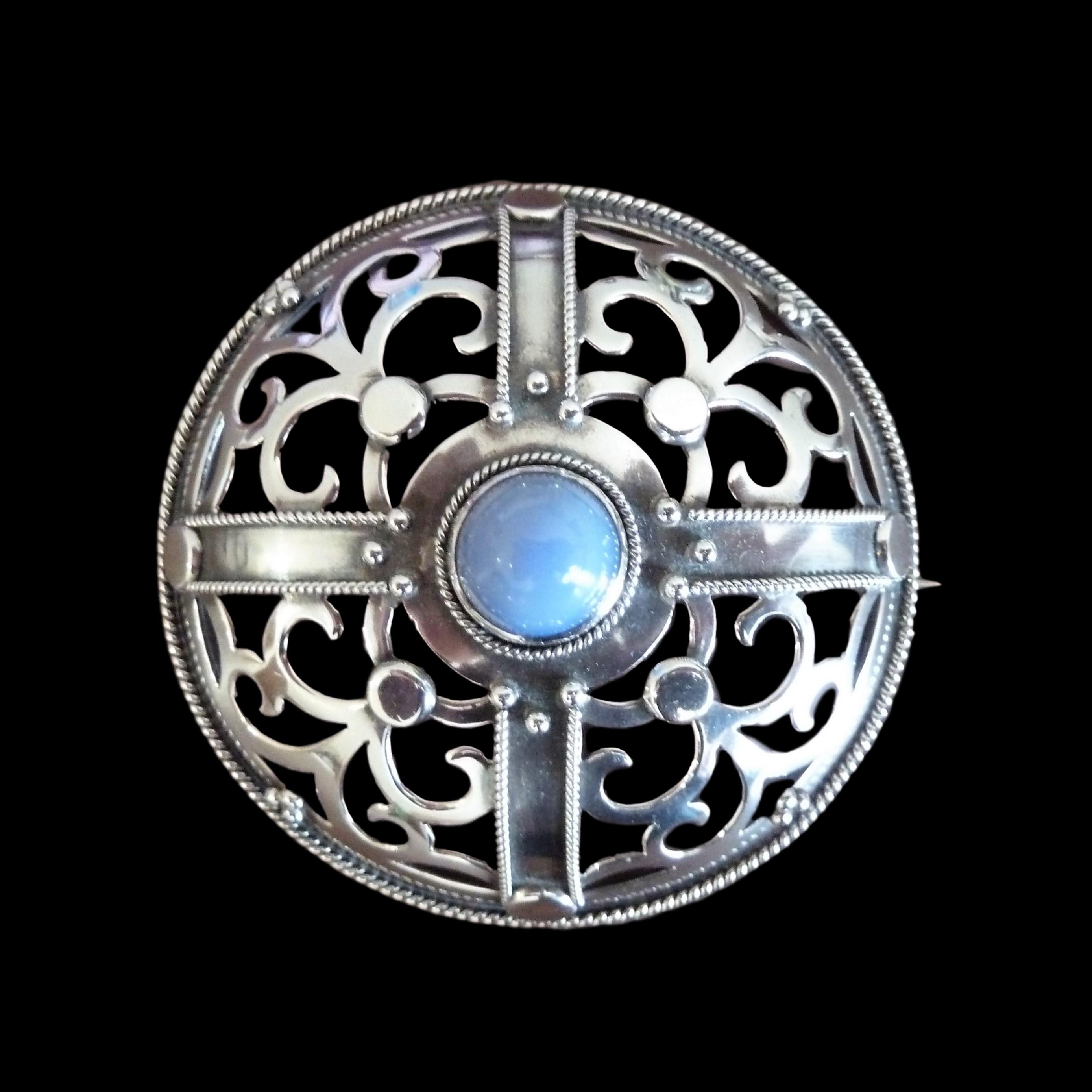 Artificers guild brooch
