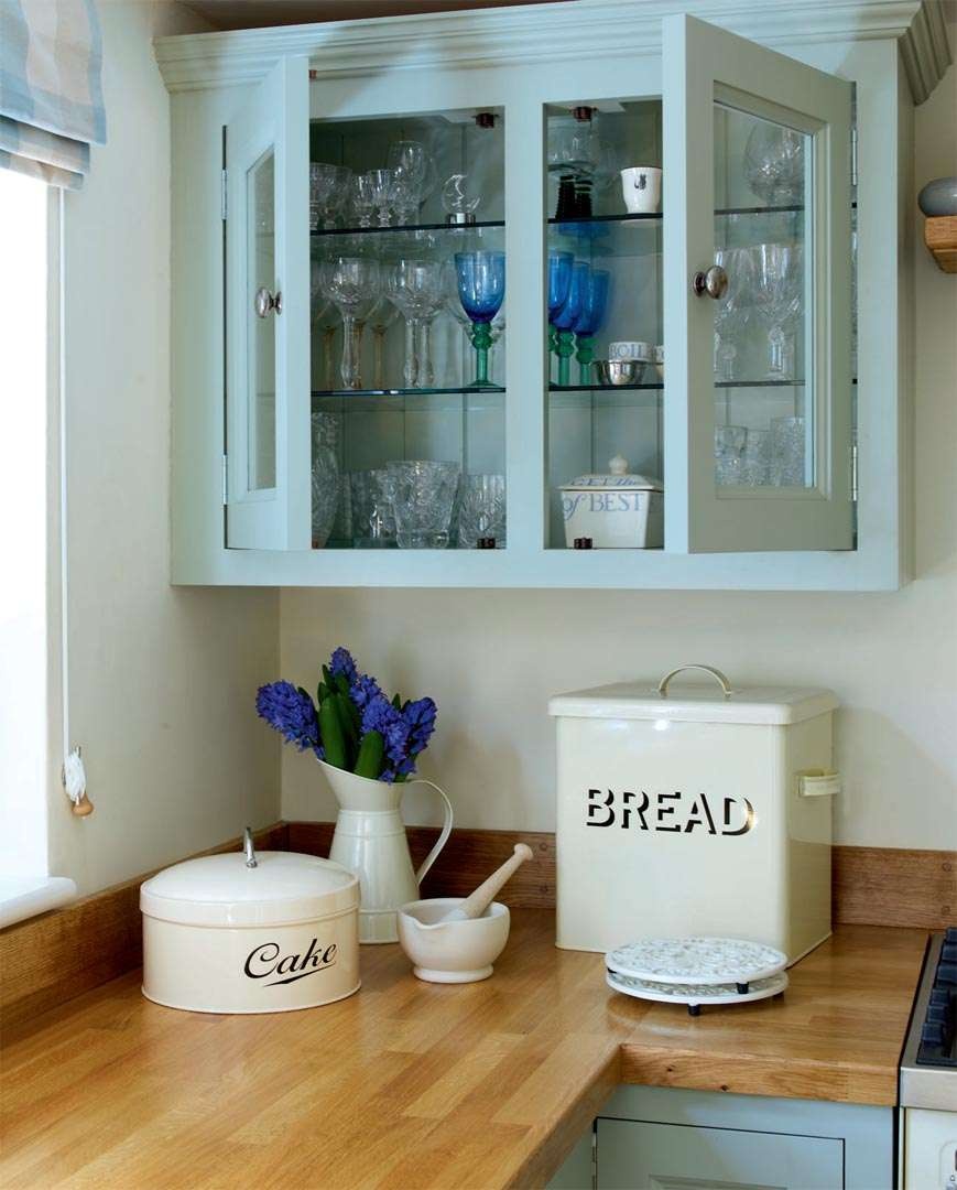 traditional cottage kitchen storage