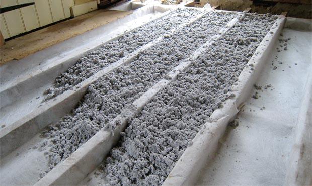 Loosefill floor insulation