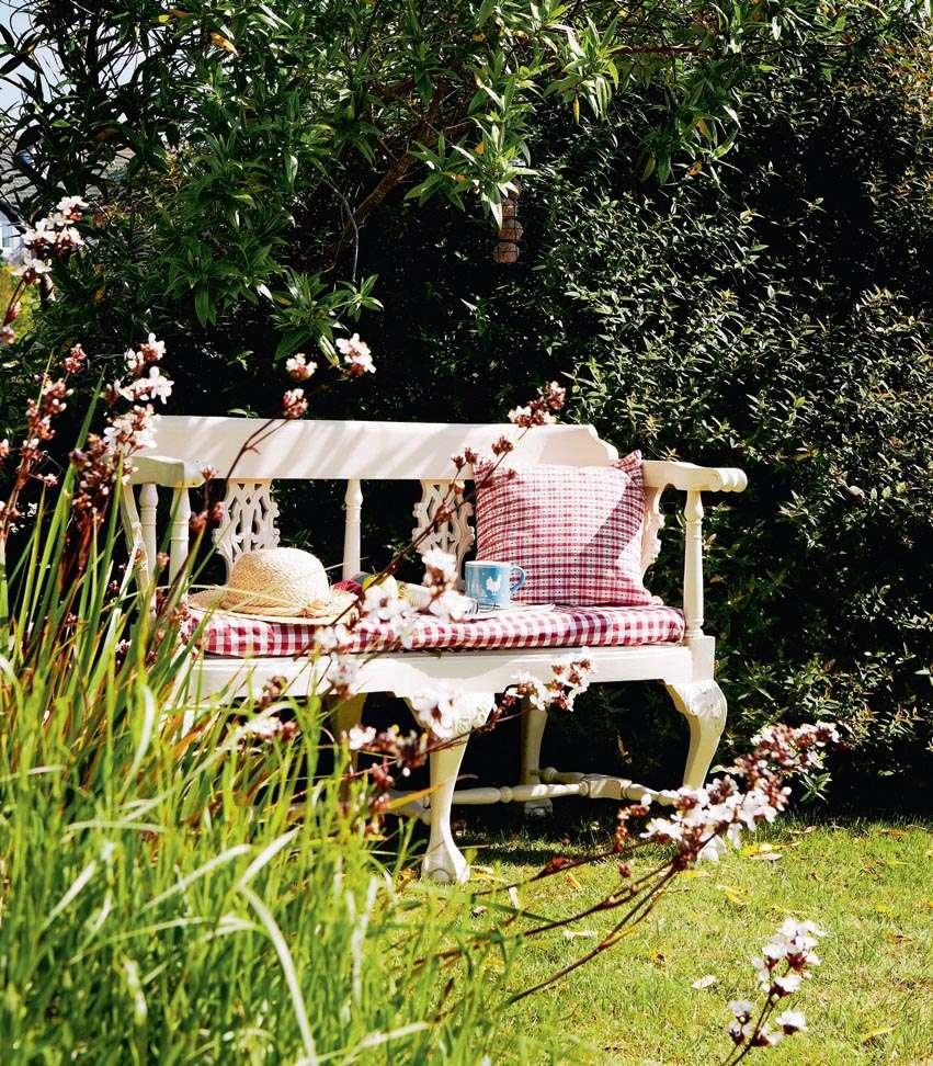 0710ephgrave-gardenbench