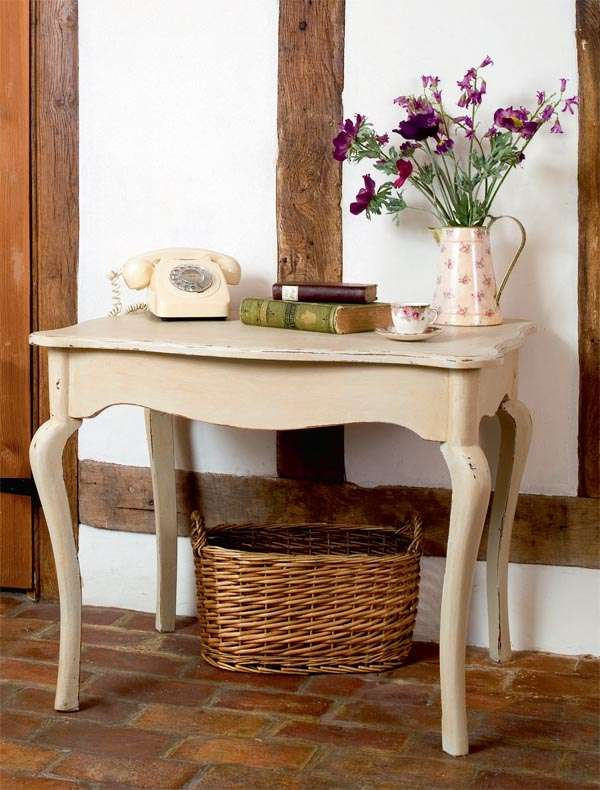 Creating a French country look paint effect