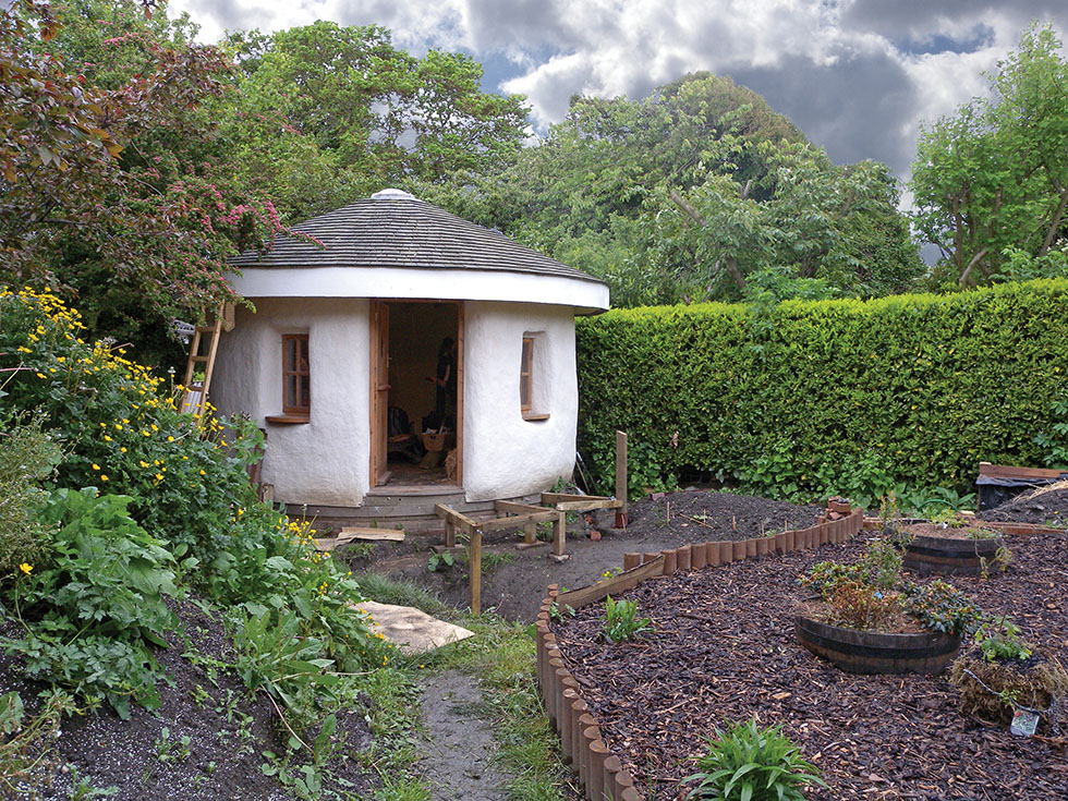 Interesting garden rooms period living for Garden rooms on wheels