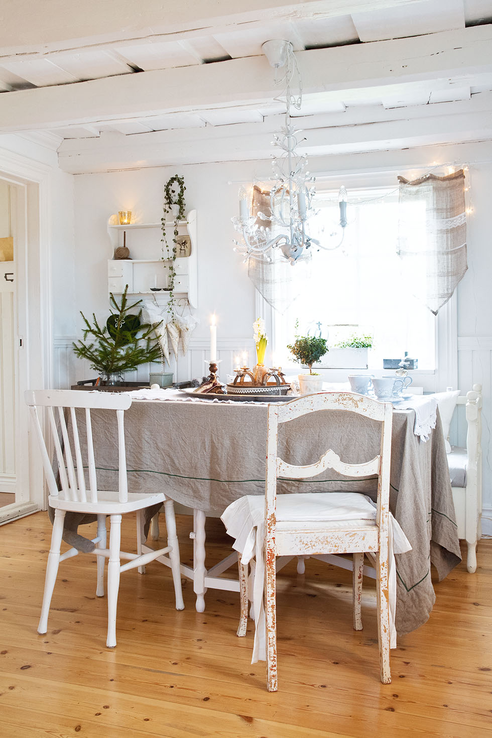 jowilin-swedish-house-dining-table