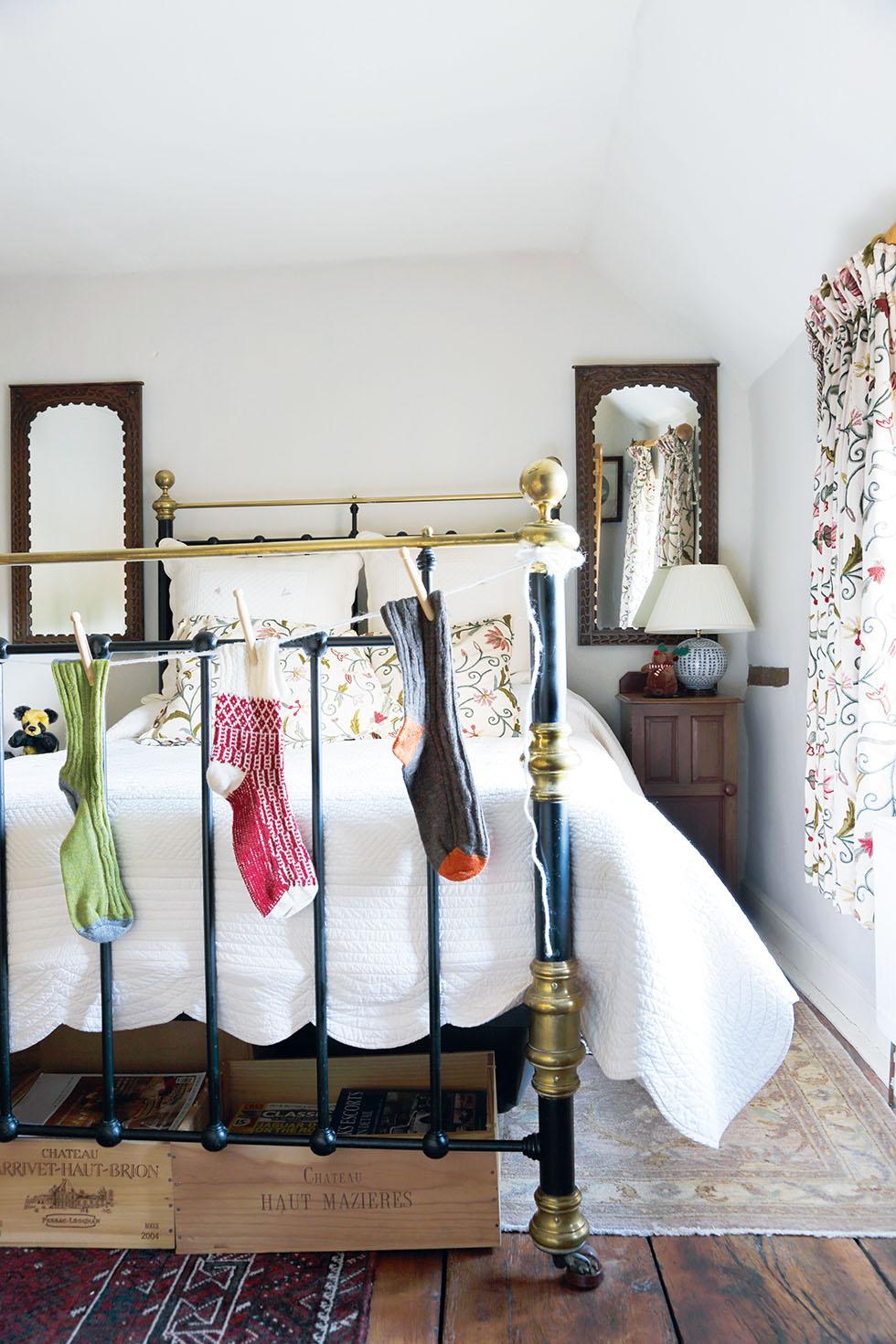 king-cottage-bedroom