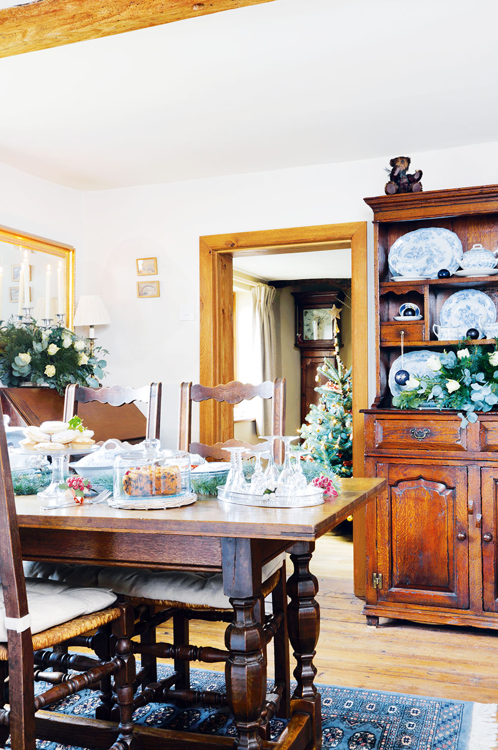 king-cottage-dining-table