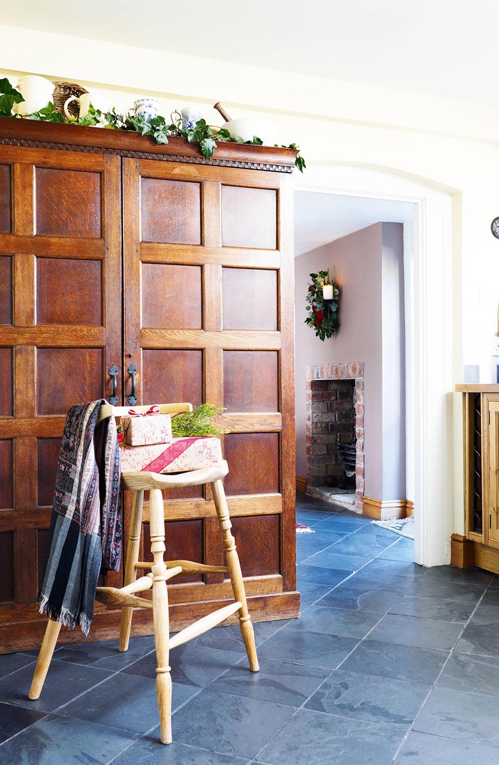 king-cottage-kitchen-panelling