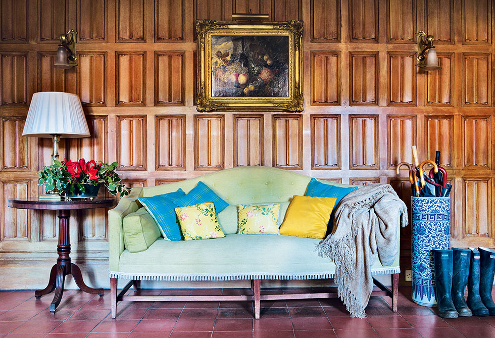 stanton-hall-house-seating-wood-panelling