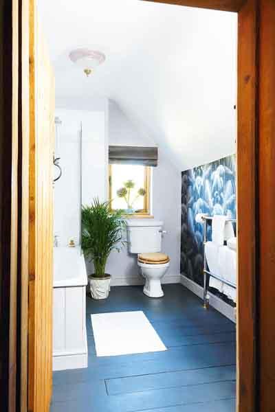 king-cottage-bathroom