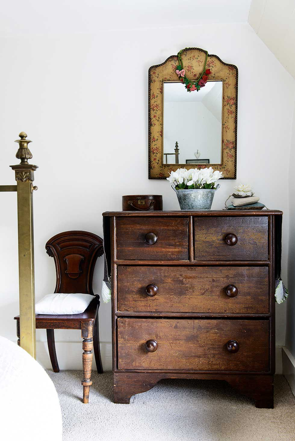 Lewis-powell-cottage-chest-drawers