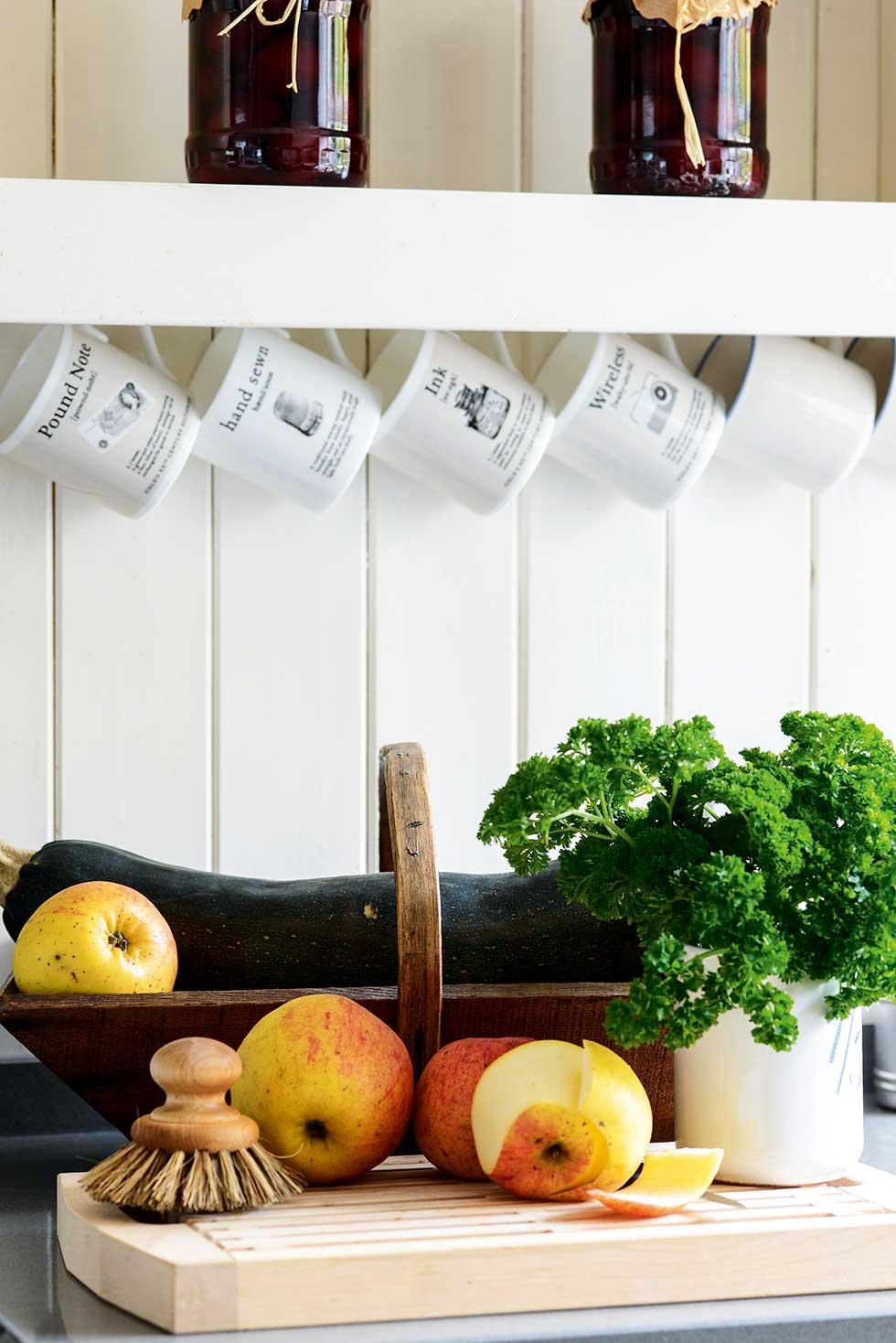 Lewis-powell-cottage-kitchen-worktop