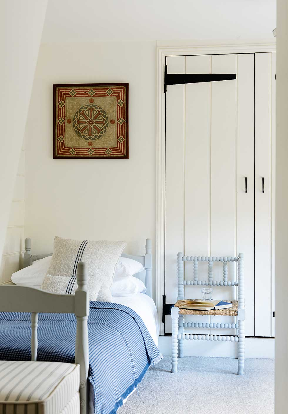 Lewis-powell-cottage-spare-room-blue