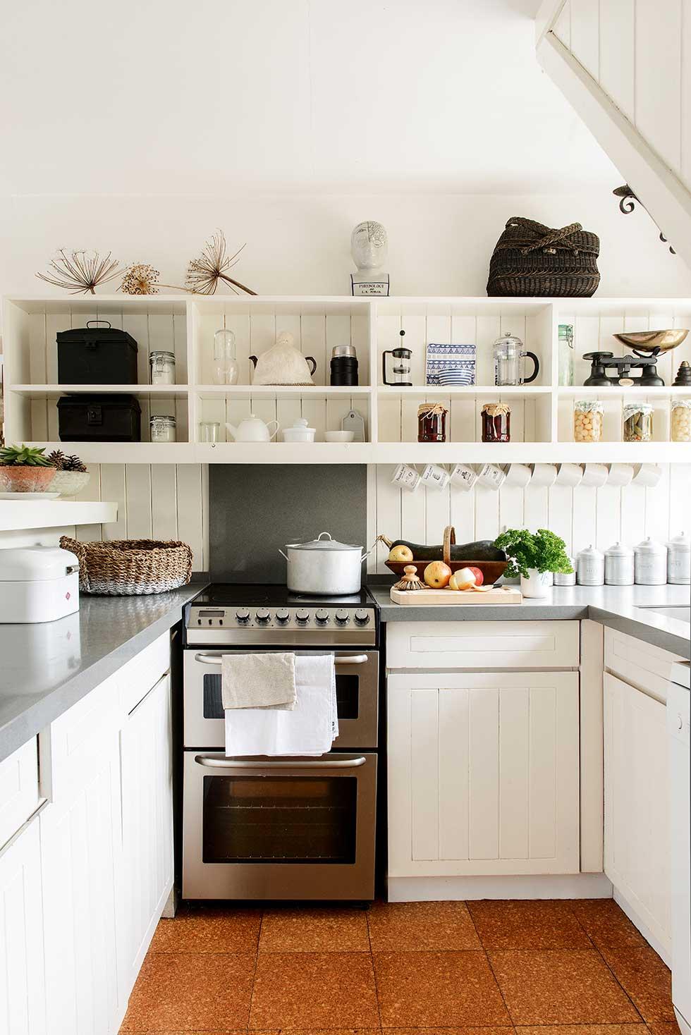 Lewis-powell-cottage-white-kitchen