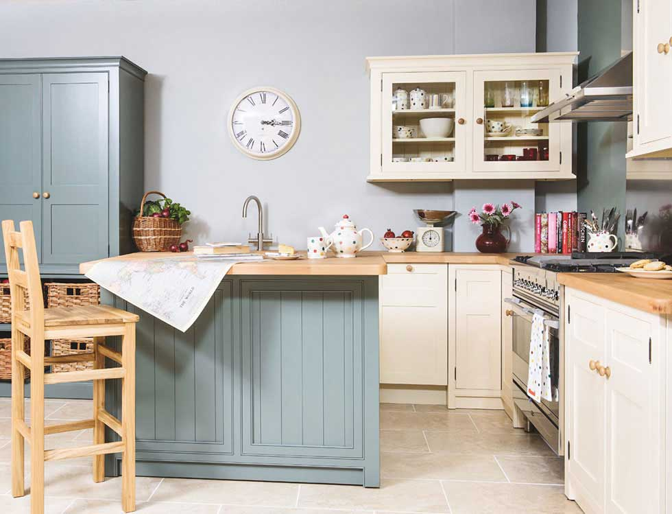 Superior English Kitchen Classic Creamery Style