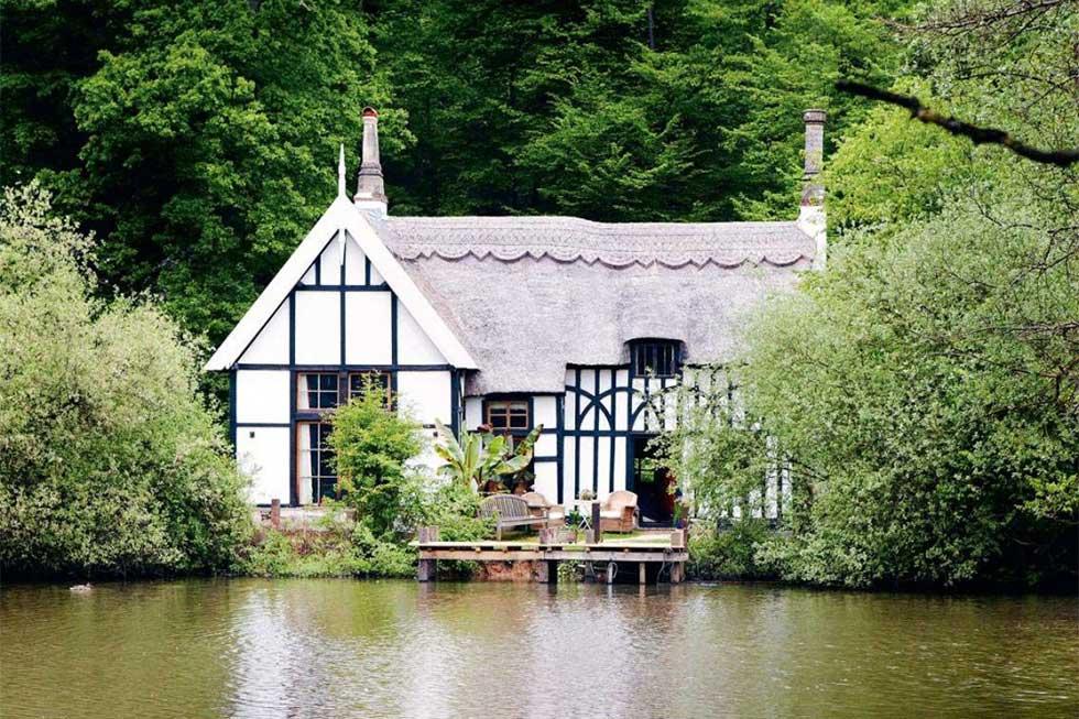 Listed woodman's cottage Hertfordshire
